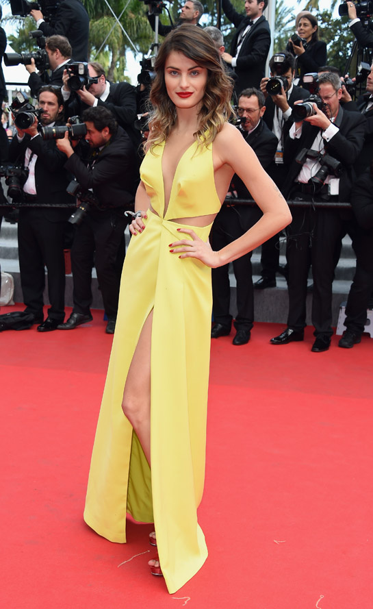 Isabeli Fontana on red carpet at Festival de Cannes 2014 (Photography: via vogue.fr)