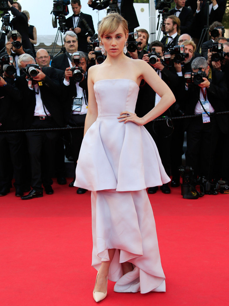 Suki Waterhouse on red carpet at Festival de Cannes 2014 (Photography: via vogue.fr)