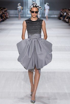 1-binx_giambattista_valli_fall_2014_couture_indigital-8-275x412