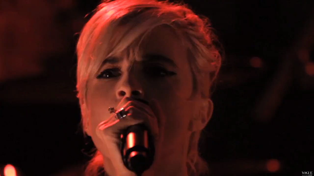 HollySiz performs at Vogue Paris Foundation Gala (Video still: Fred Pruchon via vogue.fr)