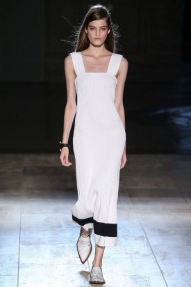 Kia Low | Victoria Beckham Spring 2015 (Photography: Gianni Pucci Indigitalimages.com via Style.com)