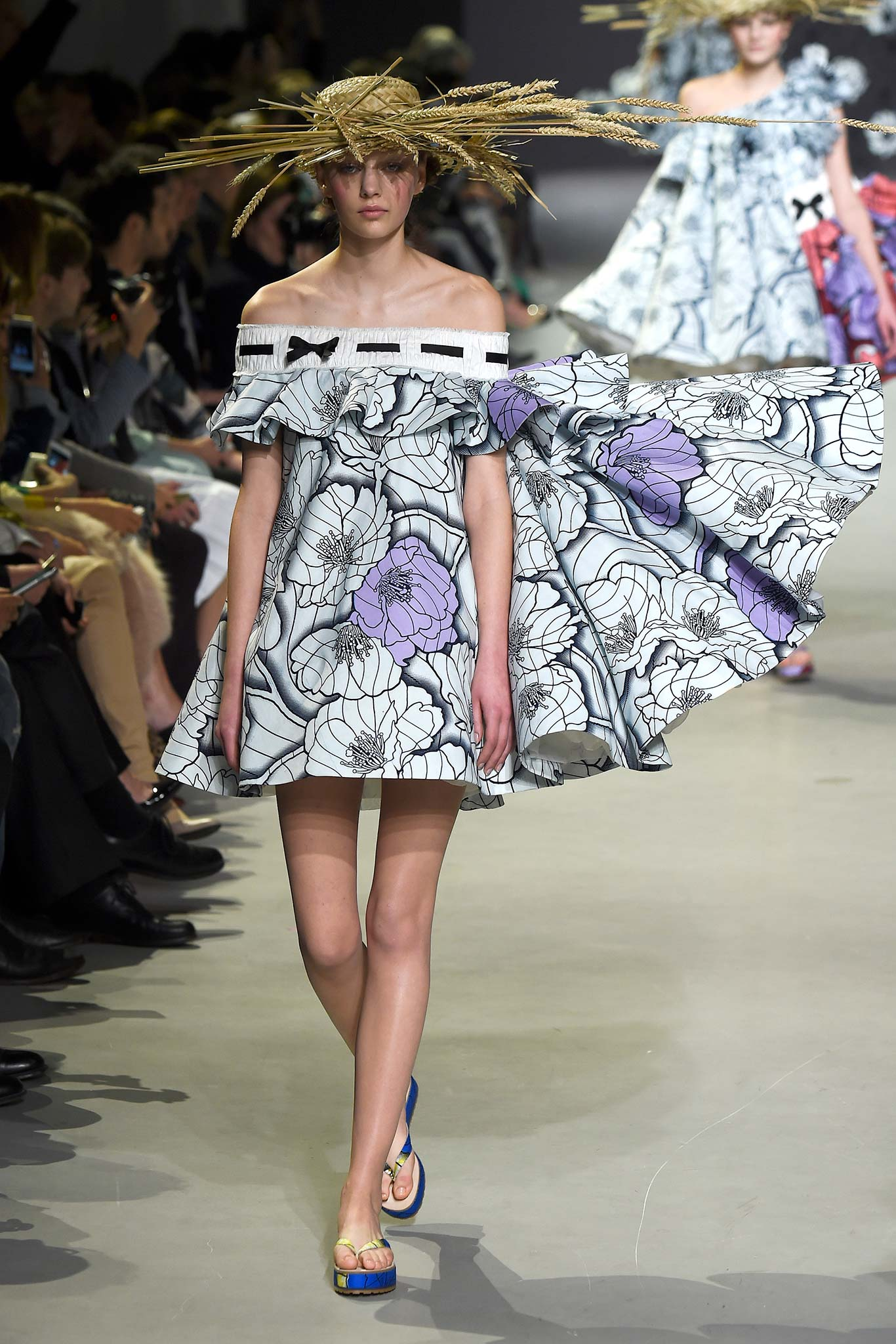 Viktor Rolf Fall 2016 Couture Fashion Show: Viktor & Rolf Spring 2015 Couture