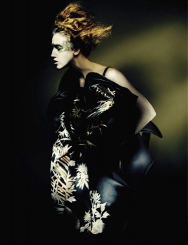 2-anna_cleveland_vogue_italia_n781_couture_supplement_september_2015_paolo_roversi-9-275x358