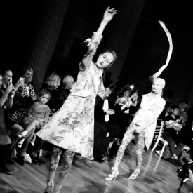 Anna Cleveland mesmerizes with her twirly scepter during the finale | Giles Spring / Summer 2016 (Video still: Damien Neva)