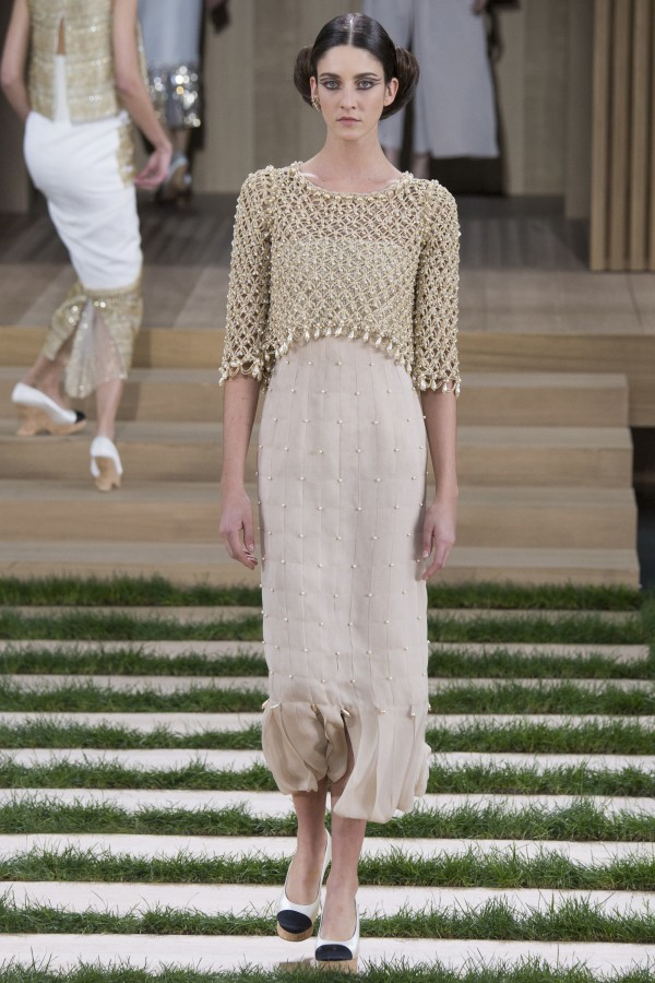 Cris Herrmann | Chanel Spring 2016 Couture (Photography: Yannis Vlamos / Indigitalimages.com via Vogue.com)