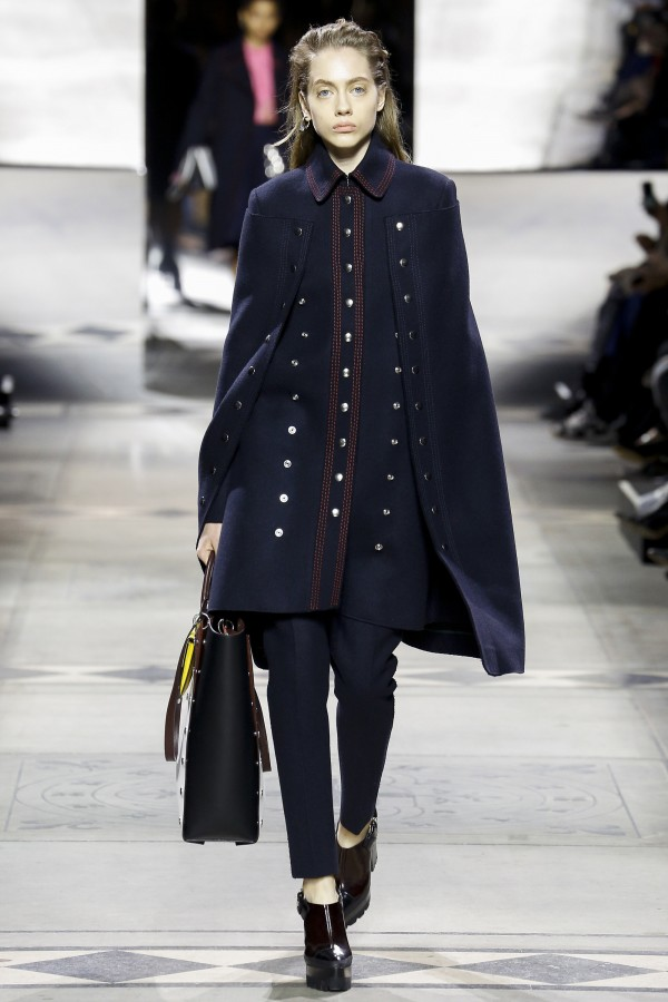 Odette Pavlova (O) | Mulberry Fall 2016 Women's Ready-to-Wear (Photography: Luca Tombolini / Indigital.tv via Vogue.com)